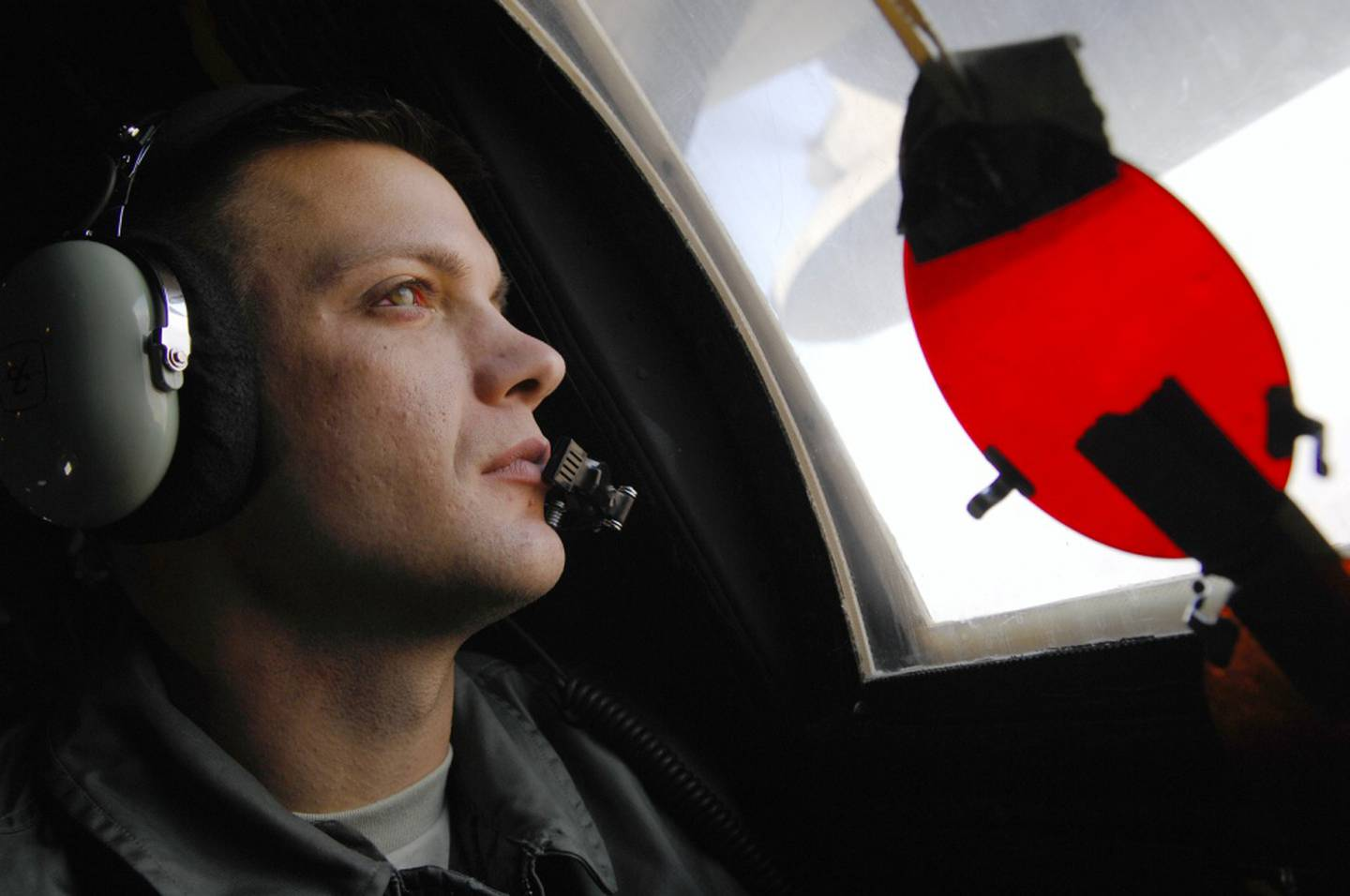 Staff Sgt. Jeremy Mayo, a 9th Special Operations Squadron loadmaster, learns how to signal an incoming U.S. Army MH-60K Blackhawk assigned to the 101st Airborne Division over Fort Campbell, Kentucky, Dec. 2, 2008. While the aerial refueling is taking place the loadmaster must be vigilant for any signs of difficulty and relay information to the pilots and flight engineer. (Senior Airman Julianne Showalter/Air Force)