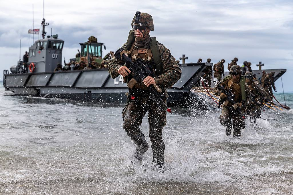 U.S. Marines conduct a simulated amphibious assault of exercise during Talisman Sabre 19 in Bowen, Australia, July 22, 2019.