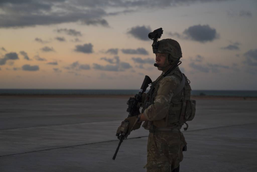 75th EAS Resupplies U.S. Forces on New Years Eve