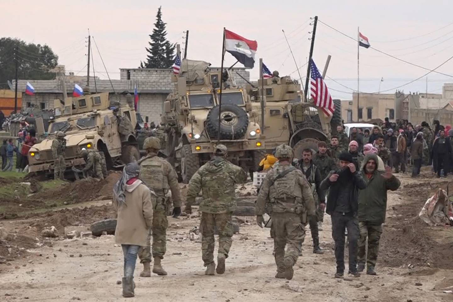 American military convoy in Syria, Russian, Syrian troops