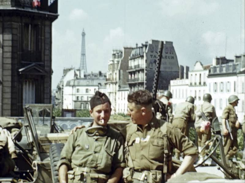 U.S. soldiers in Paris with the Eiffel Tower