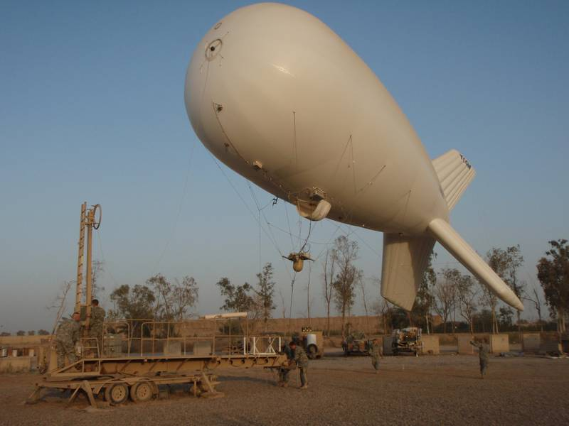 Soldiers prepare to moor the 17M Liberty Rapid Initial Aerial Deployment or Aerostat at Camp Liberty, Baghdad in 2008.