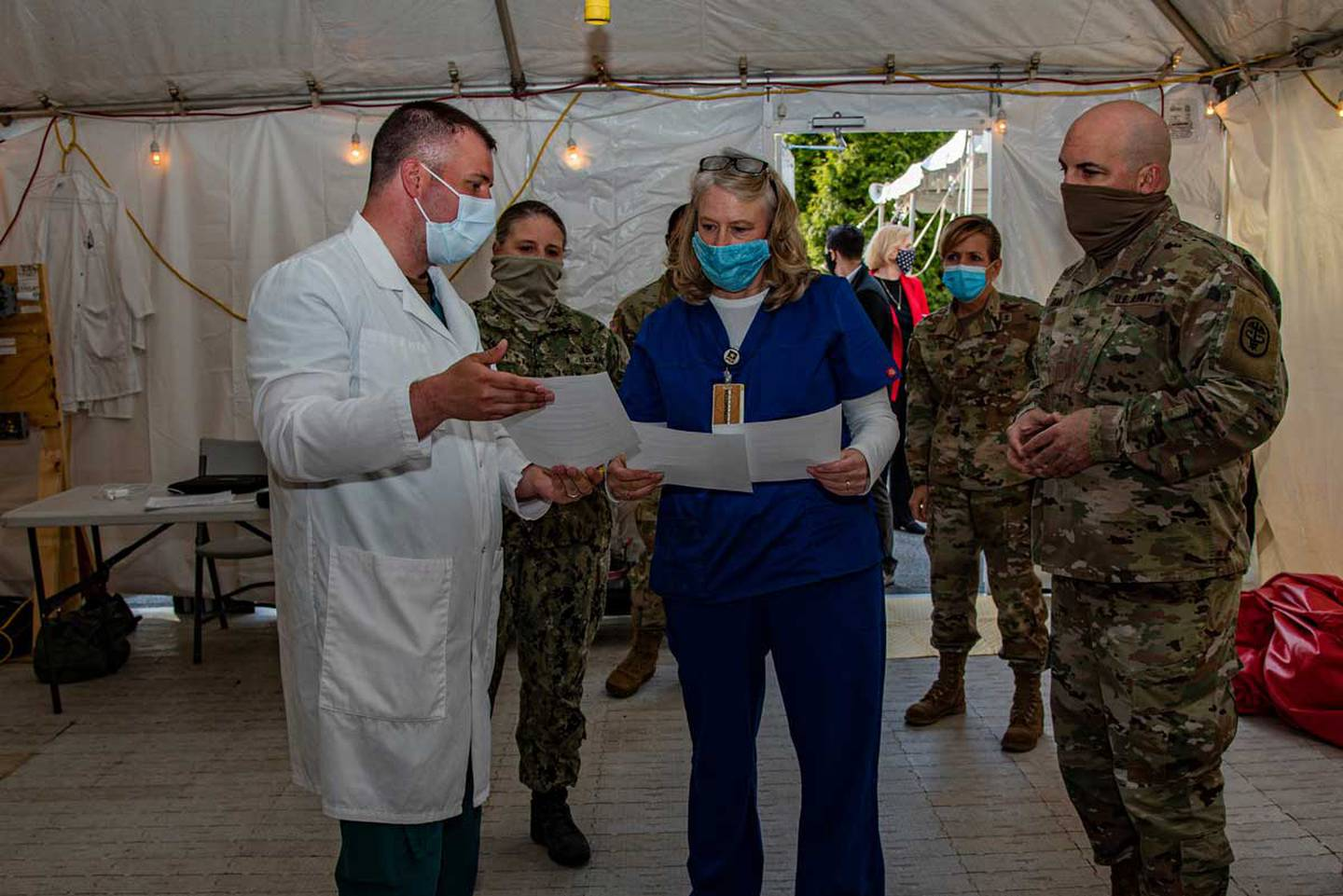 """A recent trip Hollyanne Milley made to Walter Reed to deliver cookies to nurses and clinicians there to say """"thank you,"""" and to get an update on care provided to wounded warriors and support to their caregivers. (Photo: Mass Communication Specialist 2nd Class Kurtis A. Hatcher/Navy)"""